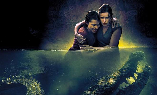 """Un grupo de amigos queda atrapado con un cocodrilo en el trailer de """"Amenaza Bajo El Agua: No Podrás Escapar"""""""